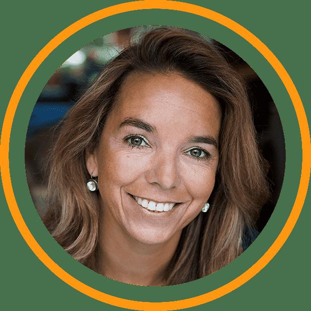 Portret Cornelie Egelie-Sprenger in cirkel met oranje rand